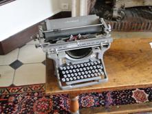 "typwriter"""